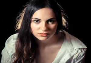 פני אישה לאחר טיפול פיסול פנים